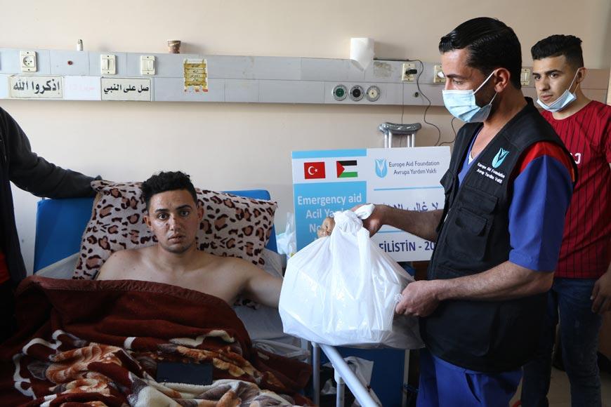 Gazze'de ilaç ve gıda yardımı dağıtımı