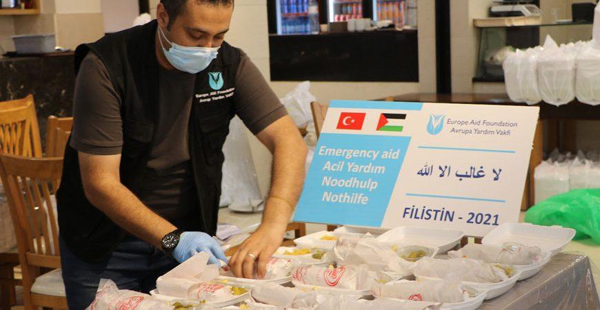 Gazze'deki gıda ve sıcak yemek dağıtımı