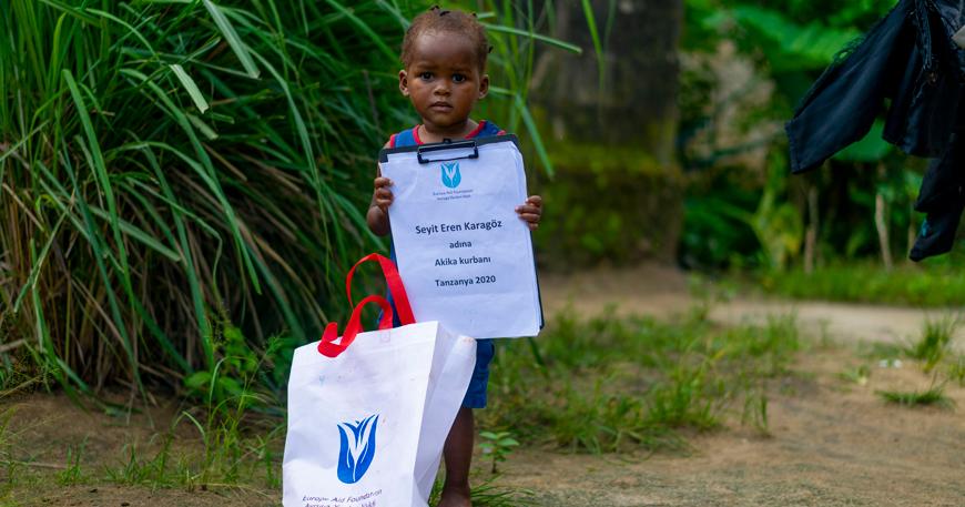 kurban bağışı yardımı - tanzanya kurbanlık bağış - tanzanyalı çocuk - kurbanlık bağış - akika kurbanı - adaklık kurban bağış