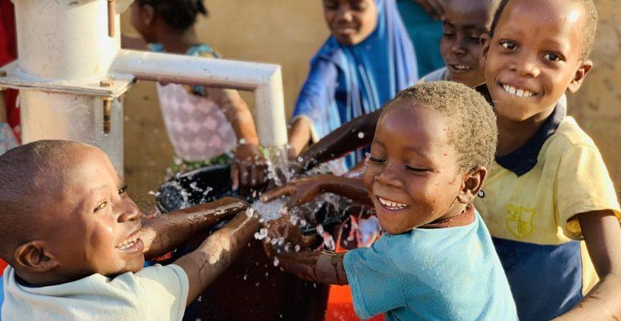 Afrika'da Su Kuyusu Açan Dernekler