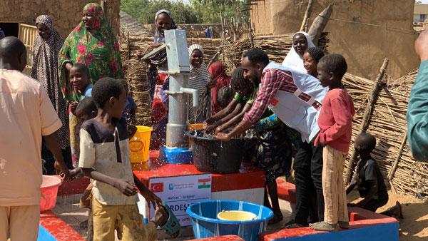 afrika'da su kuyusu açtırmak ve afrika'da su kuyusu açan kurumlar