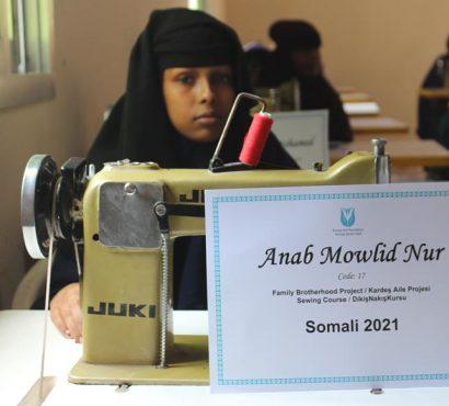 Somalili Ailelere Gelir Temin Etmeleri İçin Dikiş-Nakış Eğitimi ve Dikiş Makinesi Yardımı
